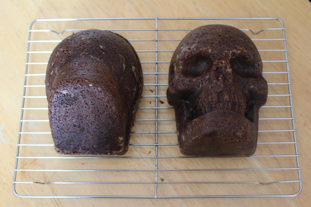 Junesees.wordpress.com-Birthday-Skull-Cake-105