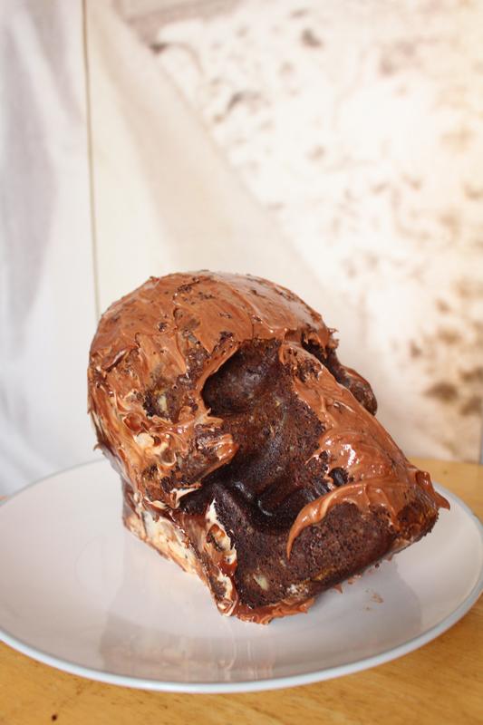 Junesees.wordpress.com-Birthday-Skull-Cake-154