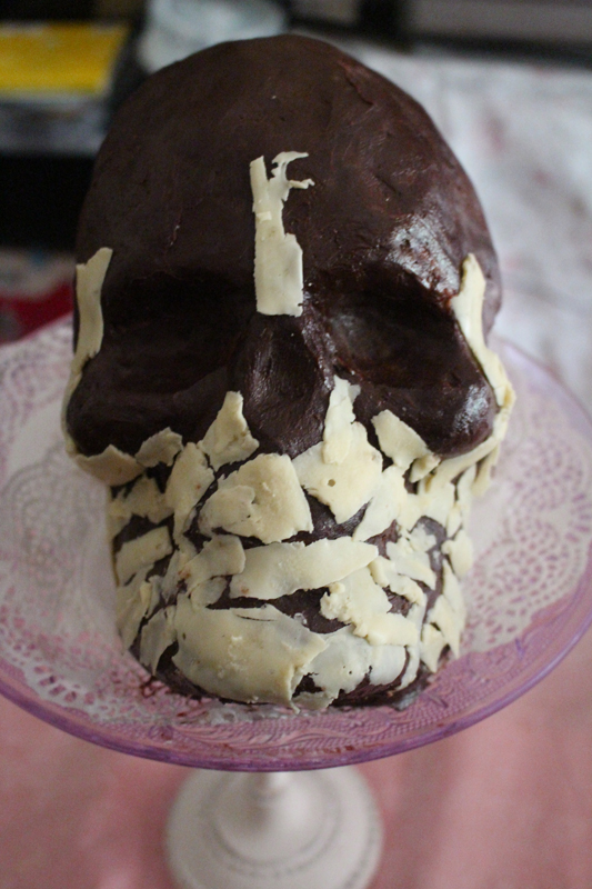 Junesees.wordpress.com-Birthday-Skull-Cake-171