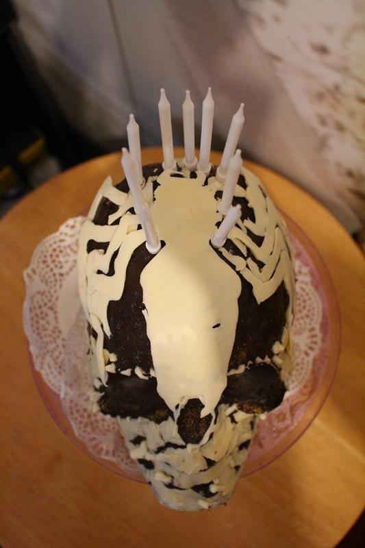 Junesees.wordpress.com-Birthday-Skull-Cake-261
