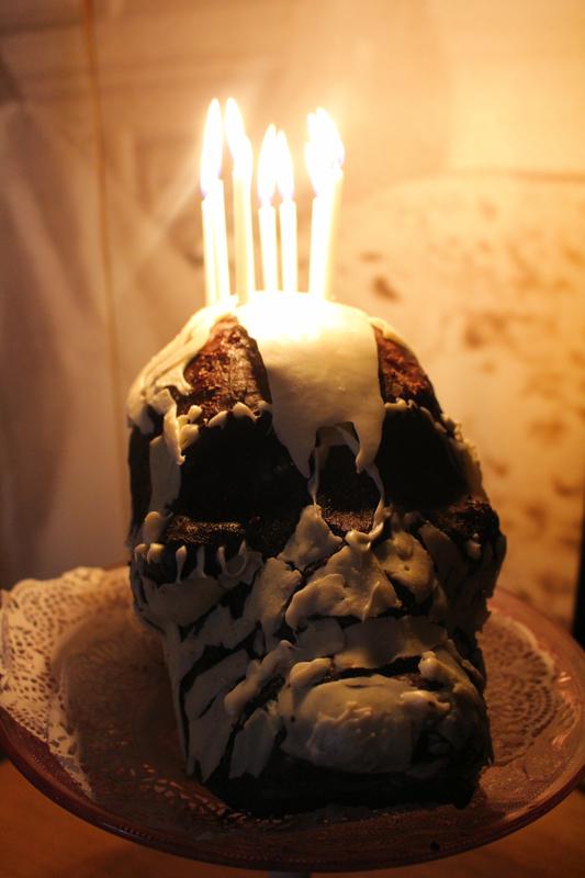 Junesees.wordpress.com-Birthday-Skull-Cake-281