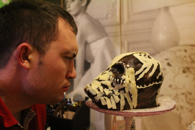 Junesees.wordpress.com-Birthday-Skull-Cake-306