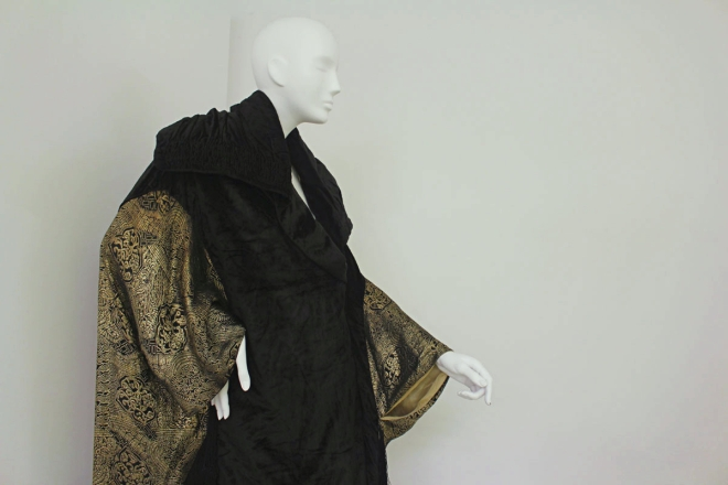 Opera cape c1910 Velvet damask.jpg